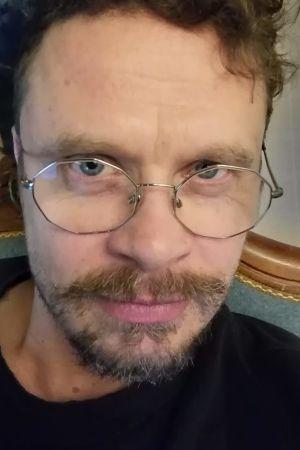 Jussi Lehtonen ottaa selfien, lähikuva