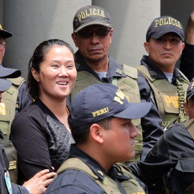 Keiko Fujimori kuvattuna marraskuussa 2018, jolloin häntä siirrettiin tutkintavankeuteen.