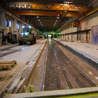 Betonivaluja Parman tehtaalla.