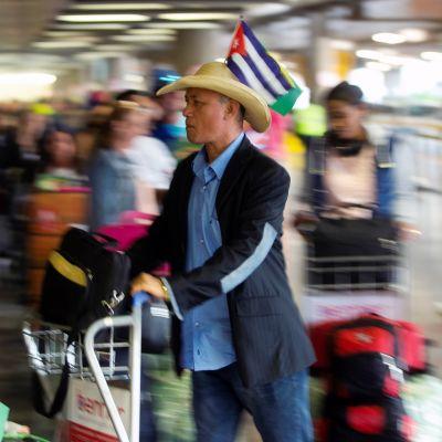 Brasilian taakseen jättävät kuubalaiset lääkärit jonottivat Brazilin kansainvälisellä lentokentällä  22. marraskuuta 2018.