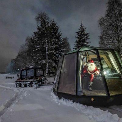 Ranualla matkailu kasvaa voimakkaasti. Kuvassa Arctic Guesthouse & Igloos -yrityksen siirrettävä iglu, jonka kyydissä on joulupukki.