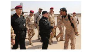Iraks premiärminister Haider al-Abadi tackar de irakiska styrkorna för sin insats i Mosul 9.7.2017, samma dag som han utropade seger i staden.