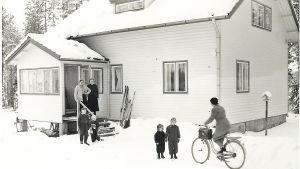 Maire Koiviston kulkuneuvona oli usein polkupyörä