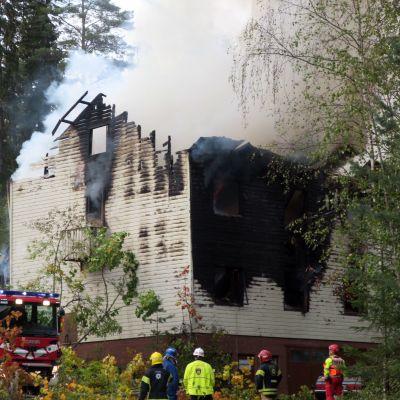 Tulipalon sammutusta Jämsässä.