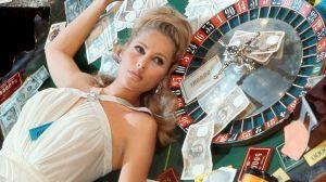 Ursula Andress on Vesper Lynd elokuvassa Casino Royale (1967