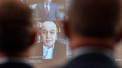 ITN-partiets ledare tv-personligheten Slavi Trifonov deltar i det bulgariska parlamentets öppning på distans via videolänk.