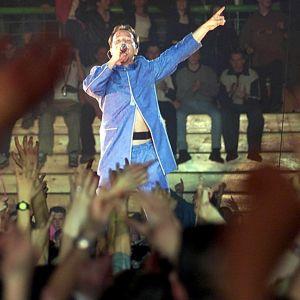 Dj Bobo på scen i Sarajevo år 2000.
