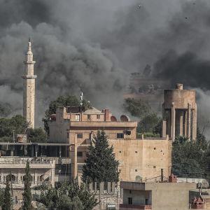 Ras-al -Ainin brinner efter det turkiska anfallet in i Syrien.