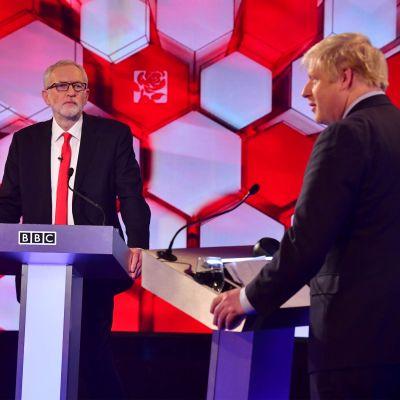 Britannian pääoppositiopuolueen johtaja Jeremy Corbyn ja pääministeri Boris Johnson kohtasivat BBC:n vaaliväittelyssä 6. joulukuuta.