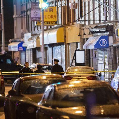 Poliisin eristämä alue Jersey Cityssä, New Jerseyssä.