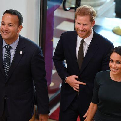 Sussexin herttua, prinssi Harry ja Sussexin herttuatar Meghan sekä Irlannin pääministeri Leo Varadkar.
