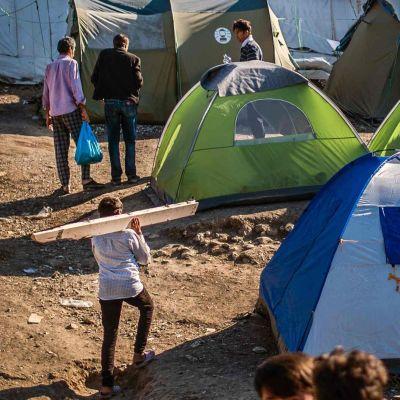 Lägret Moria på Lesbos, Grekland 30.9.2019. I bildens mitt ses några uppslagna tält.