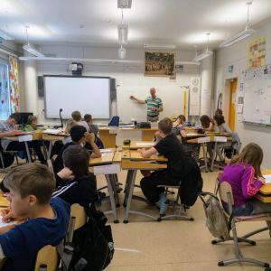 Klasslärare Janne Lindström på Stenbackens skola i Närpes.