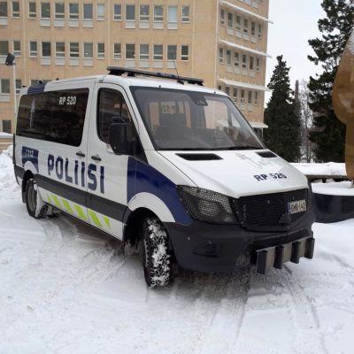 """Polisinrättningen i Österbotten har fått sin """"Mörkö"""", en bil för hantering av folkmassor."""