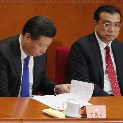 Kinas president Xi Jinping (till vänster) och premiärminister Li Keqiang vid öppningen av folkkongressen den 3 mars.