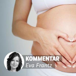 gravid kvinna håller händerna på sin mage