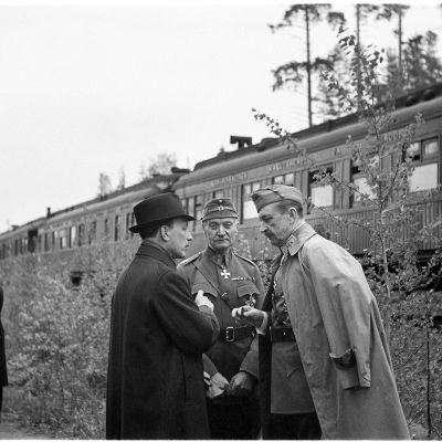 Ryti, Walden ja Mannerheim 4.6.1942 eli Mannerheimin 75-vuotispäivänä.