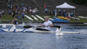 Emma Malmsten i sin kanot.