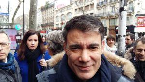 - Man ska värna om statliga företag. De tillhör de franska medborgarna, säger socialistpartiets nye ledare Olivier Faure till Yle Vega.