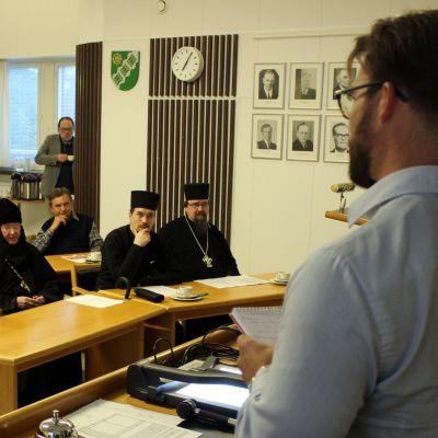 Tilaisuus kunnanvirastolla