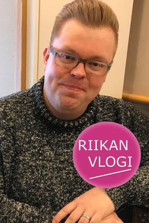 Toimittaja Riikka Holopainen ja urkuri Tommi Niskala.