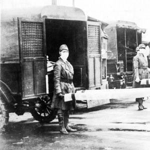 Vuonna 1918 suursodan kaiut olivat tuskin hiljenneet, kun maailmaa kohtasi uusi vihollinen, maailmanlaajuinen epidemia.