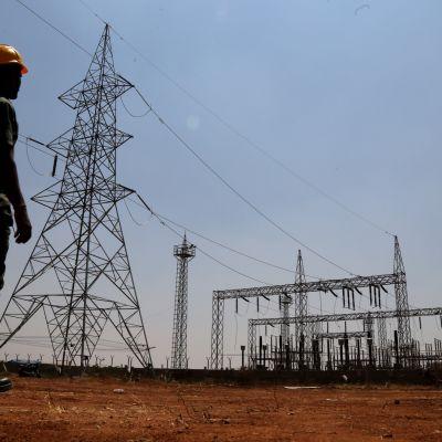 Intia on viime vuosina investoinut sähköverkon ja uusiutuvien energialähteiden kehittämiseen.