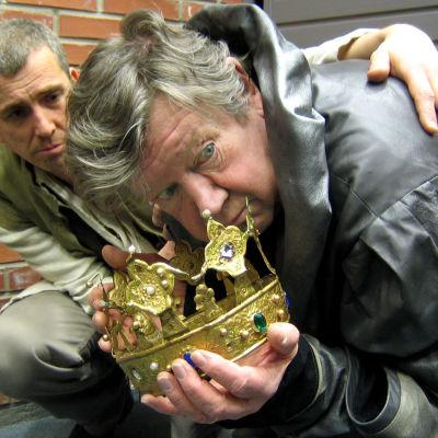 Lear med krona och sin trogna vapendragare Kent