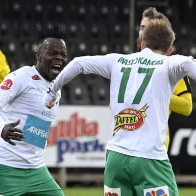 IFK Mariehamn firar mål mot Honka.