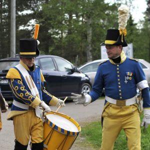 Soldater marscherar
