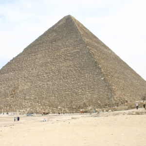 Yksi Gizan pyramideista.