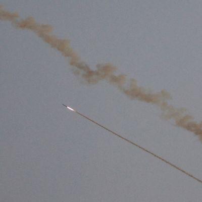 Gazasta ammuttu raketti lentää kohti Israelia keskiviikkona 13. marraskuuta 2019.