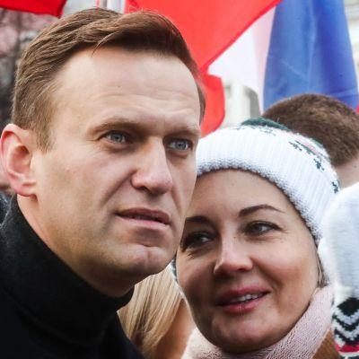 Aleksei Navalnyi ja hänen vaimonsa Julia