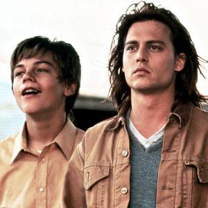 Arnie (Leonardo DiCaprio), Gilbert (Johnny Depp) ja Becky (Juliette Lewis) elokuvassa Gilbert Grape