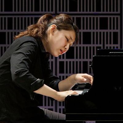 Eteläkorealainen Jiyoung Kim esiintyy Maj Lind -kisan alkuerässä.