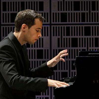 Espanjalainen Enrique Lapaz Lombardo soittaa Maj Lind -pianokilpailussa.
