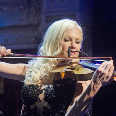 Nästan unplugged: Linda Lampenius