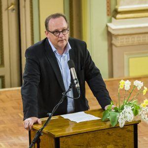 Tomas Häyry välkomnar Svenska folkpartiet till Vasa för att hålla partidag.