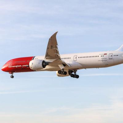 Norwegians flygplan i luften.