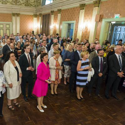 Svenska folkpartiet inleder sin partidag med mottagning i Vasa stadshus.