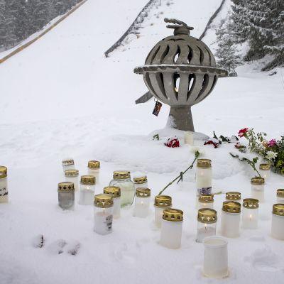 Kynttilät palavat Laajavuoressa.