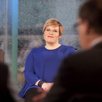 Keskustan puheenjohtajaa Juha Sipilää sijaistava Annika Saarikko MTV:n puolueiden puheenjohtajille järjestämässä eduskuntavaalien vaalitentissä.
