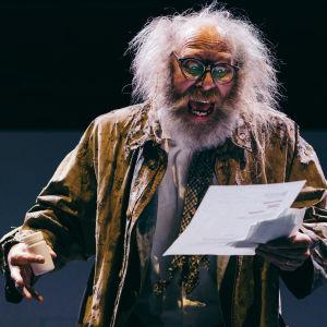 Vesa Vierikko näyttelee Keijo Saastamoista, joka muuttuu syöpäläiseksi.