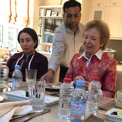 Prinsessan Latifa tillsammans med Mary Robinson.