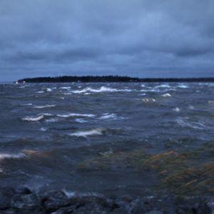 Aila-myrsky nostaa vaahtopäitä Merenkurkussa 16.9.2020