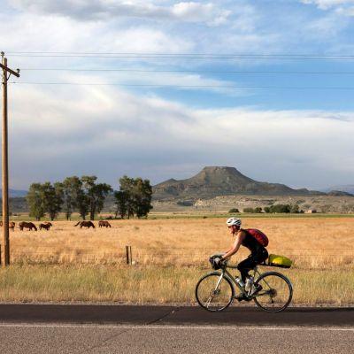 Yli 6000 kilometrin matkalla Yhdysvaltojen halki maisemat vaihtuvat aavikosta vuoristoksi ja maissipelloista merenrantaan. Kaisa Leka pitää pyöräilyä ihanteellisena lajina jalkaproteeseja käyttäville.