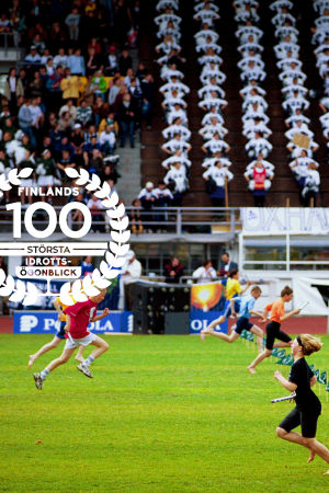 Stafettkarnevalen 1999, med logon för Finlands 100 största idrottsögonblick.