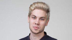 Linus Mäkelä studerar till scenkonstpedagog på Arcada i Jakobstad.