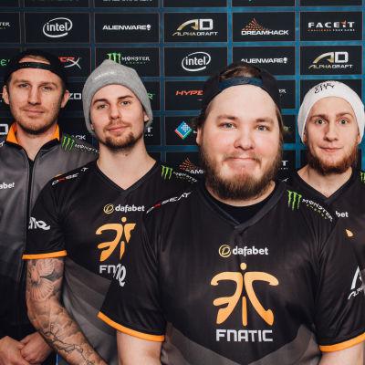 Fnatic-joukkue DreamHack Winter 2015 -tapahtuman CS:GO-turnauksessa