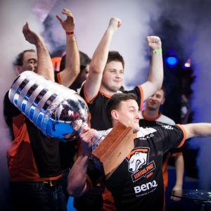 Virtus.Pro juhli Katowice Major-turnauksen voittoa keväällä 2014.